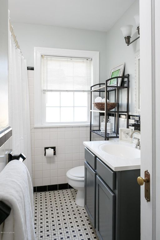 Louisville Kentucky Home Staging, Black and White Bathroom, Black and White Tile, Black Vanity, Vanity Lighting