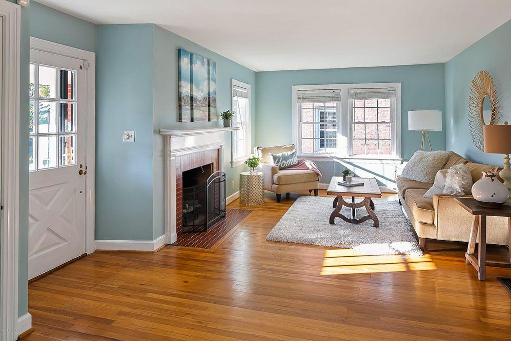 Louisville Kentucky Home Staging, Staging Color Scheme, Hardwood Flooring, Fireplace, Area Rug, Accessories, Artwork