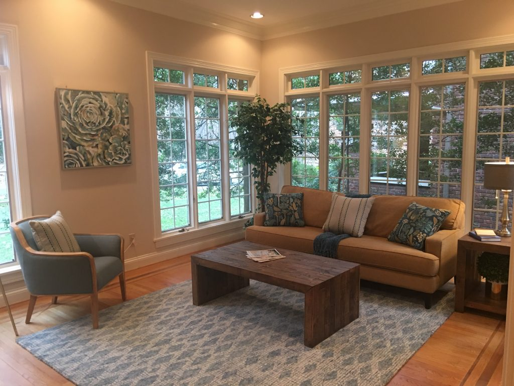 Louisville Kentucky Home Staging, Living Spaces By Lyn, Jennifer Tegeler, Real Estate Home Staging, Sitting Room Staging, Hardwood Flooring, Inlaid Hardwood Flooring Detail, Artwork, Sitting Room, Area Rug, Lighting, Accessories