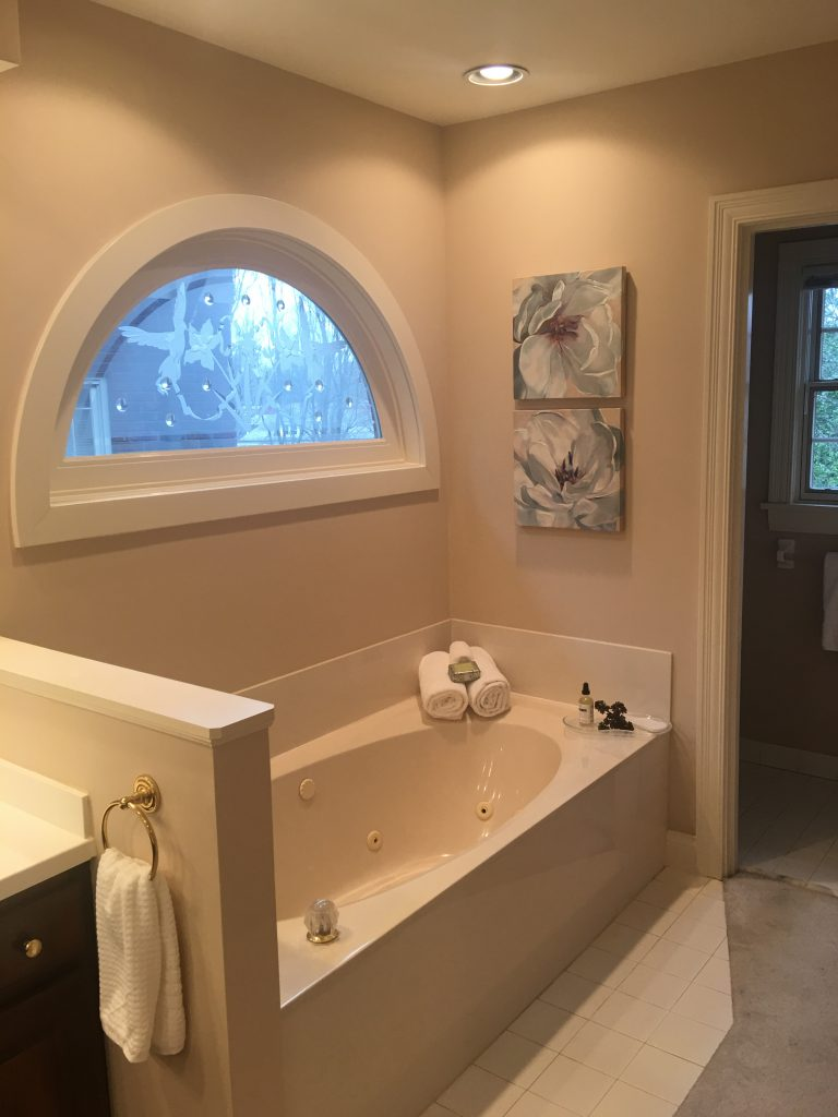 Louisville Kentucky Home Staging, Living Spaces By Lyn, Jennifer Tegeler, Real Estate Home Staging, Artwork, Master Bath, Lighting