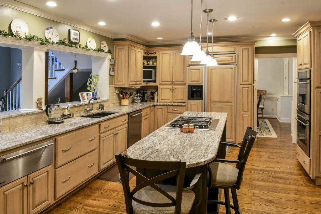 Louisville Kentucky Interior Design, Living Spaces By Lyn, Kitchen Design, Kim Falvey, Kitchen Cabinets, Granite Counter Tops, Stainless Appliances, Kitchen Island, Undermount Sink, Gas Range, Tile Backsplash, Kitchen Island Lighting